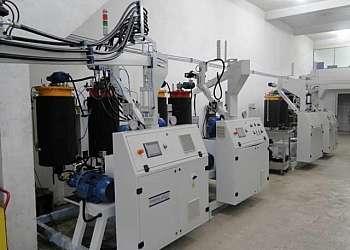 Aplicação de poliuretano para impermeabilização de lajes